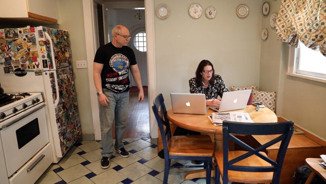 Working from home with spouse amid coronavirus: Tips from an expert