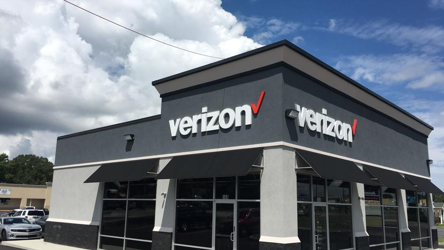 Verizon, AT&T and Comcast extend no late fee, terminations