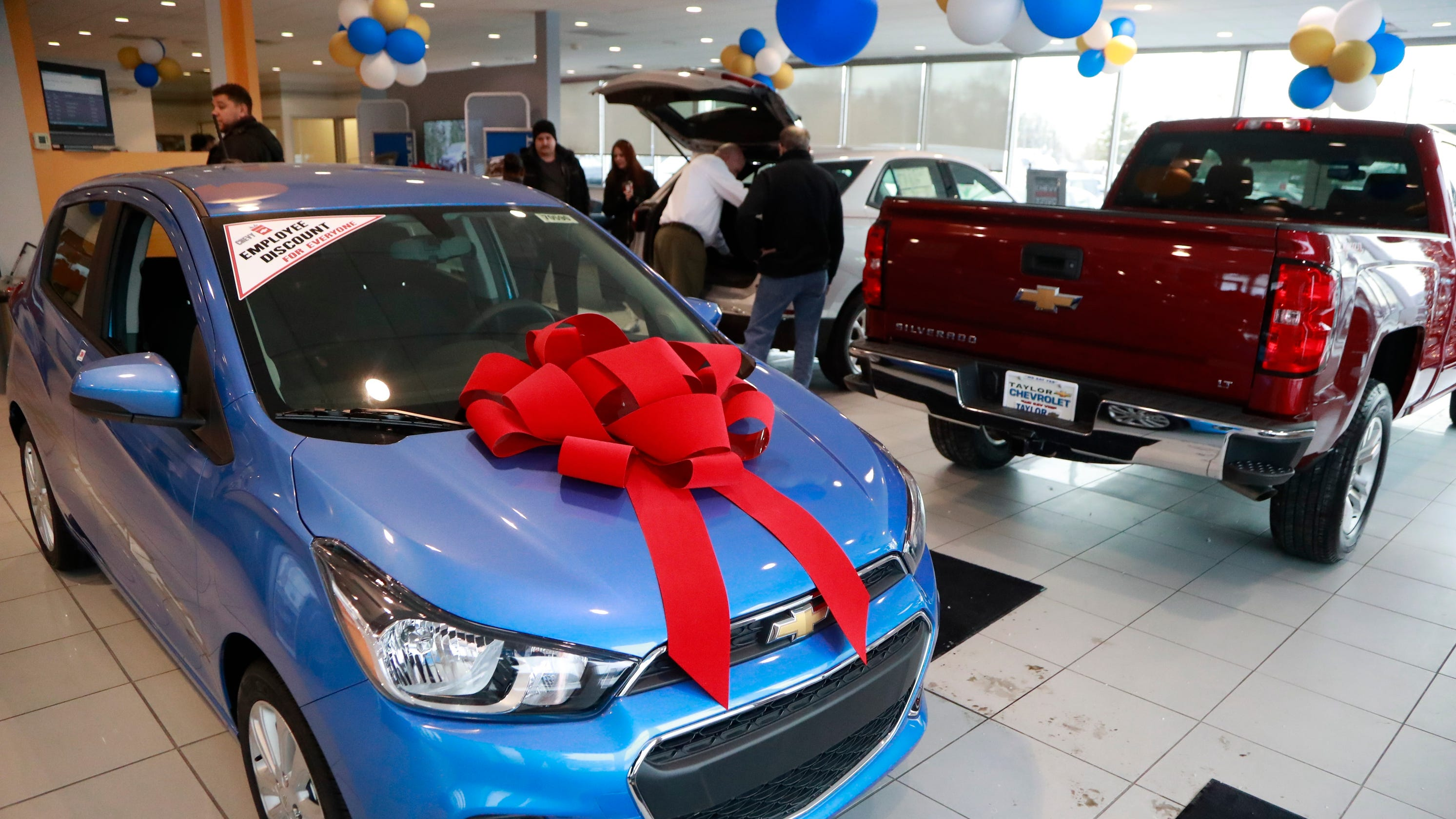 Automakers tempt new-car buyers with 0% loans, 120-day payment delays