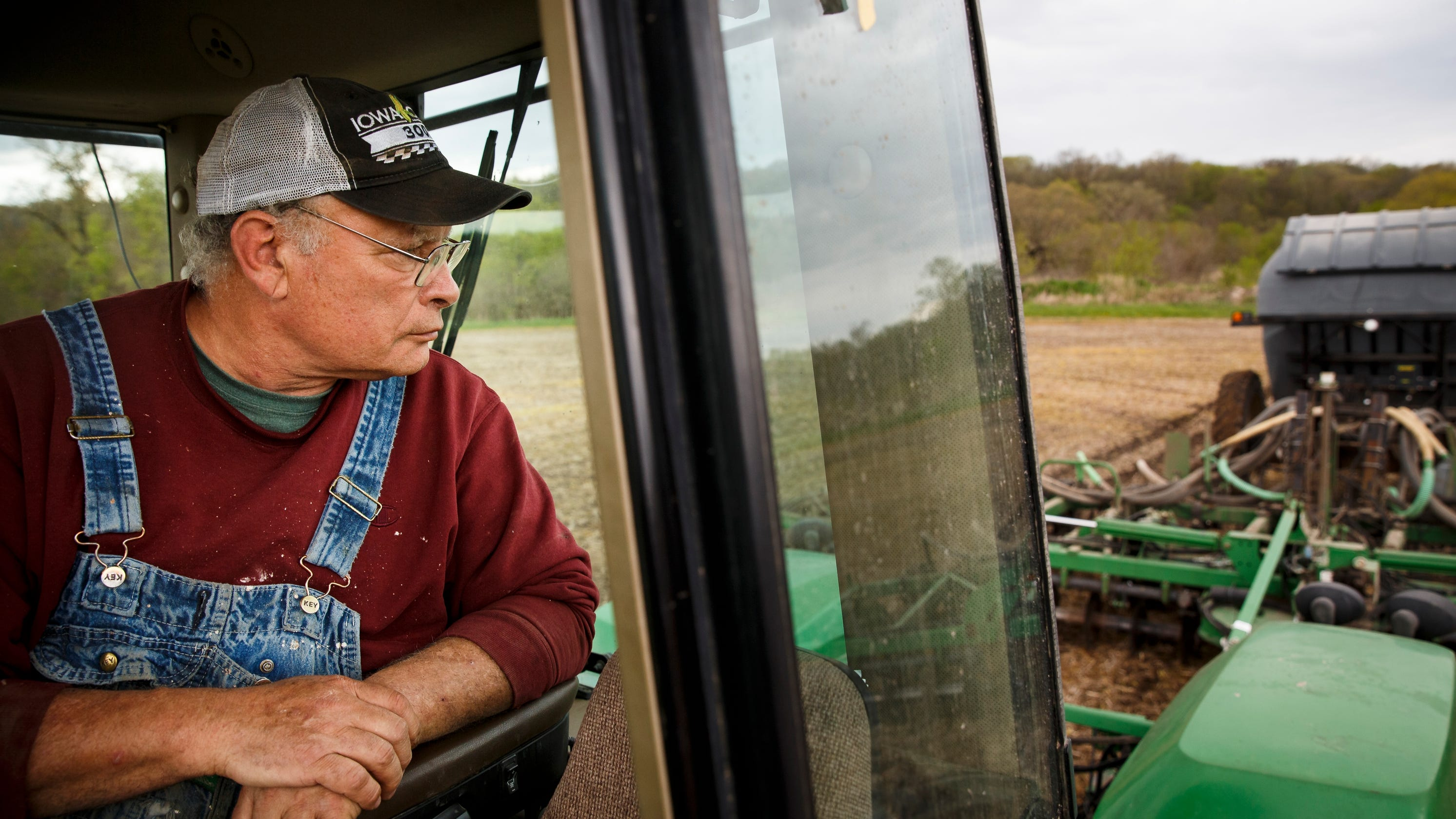 Iowa farmers try to hang on through pandemic