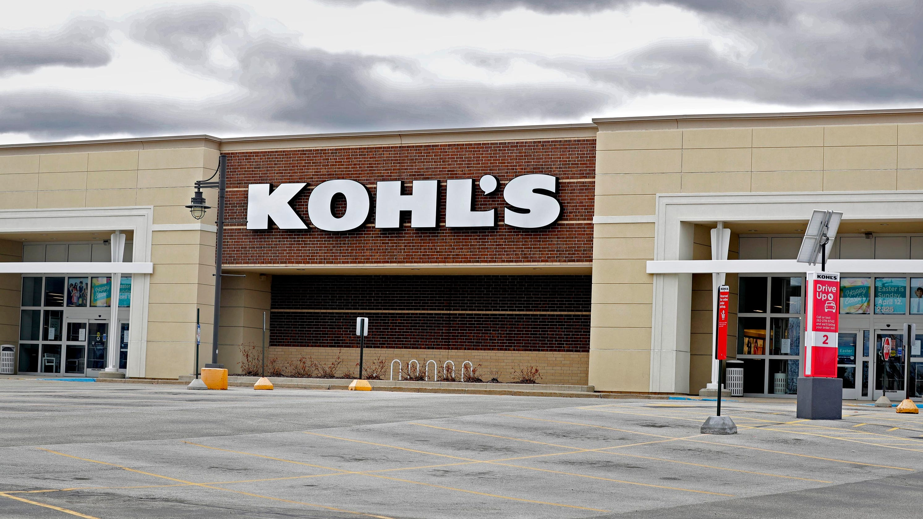 Kohl's Q1 sales fell 44% with store closures