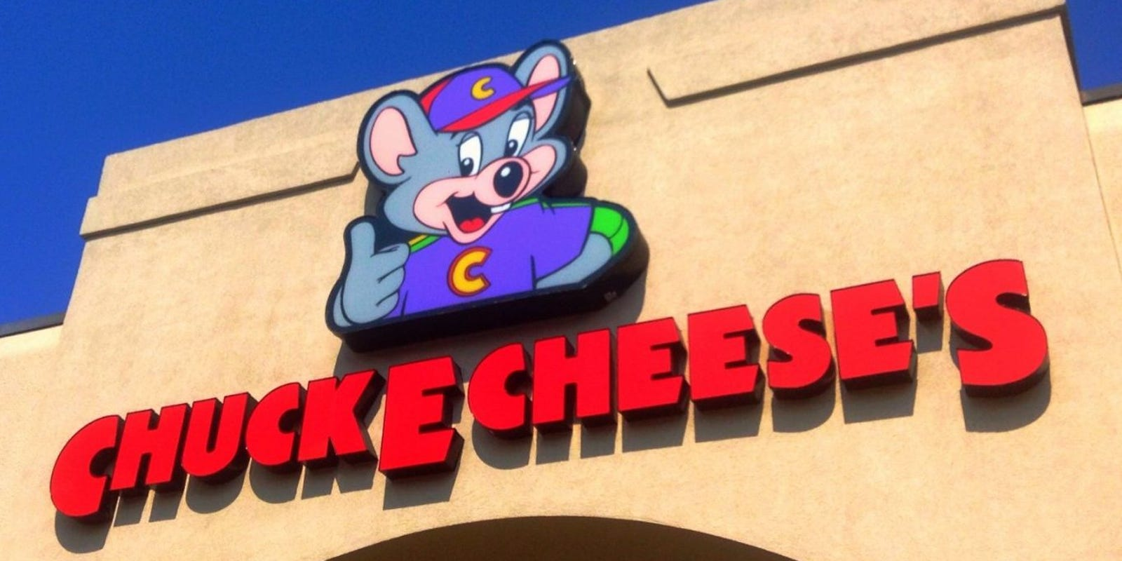 Ordering food? Chuck E. Cheese's new pizza place is confusing some online
