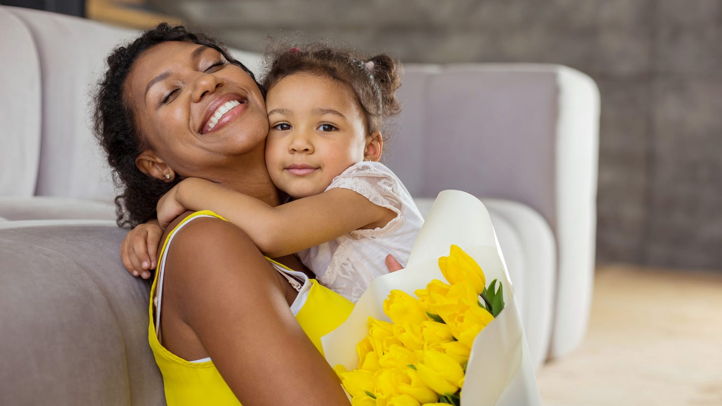 Shop gorgeous bouquets for mom at a discount