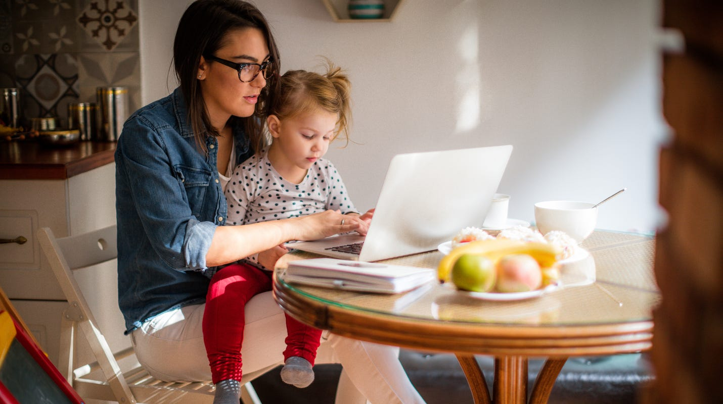Women shoulder more of their kids' remote learning responsibilities