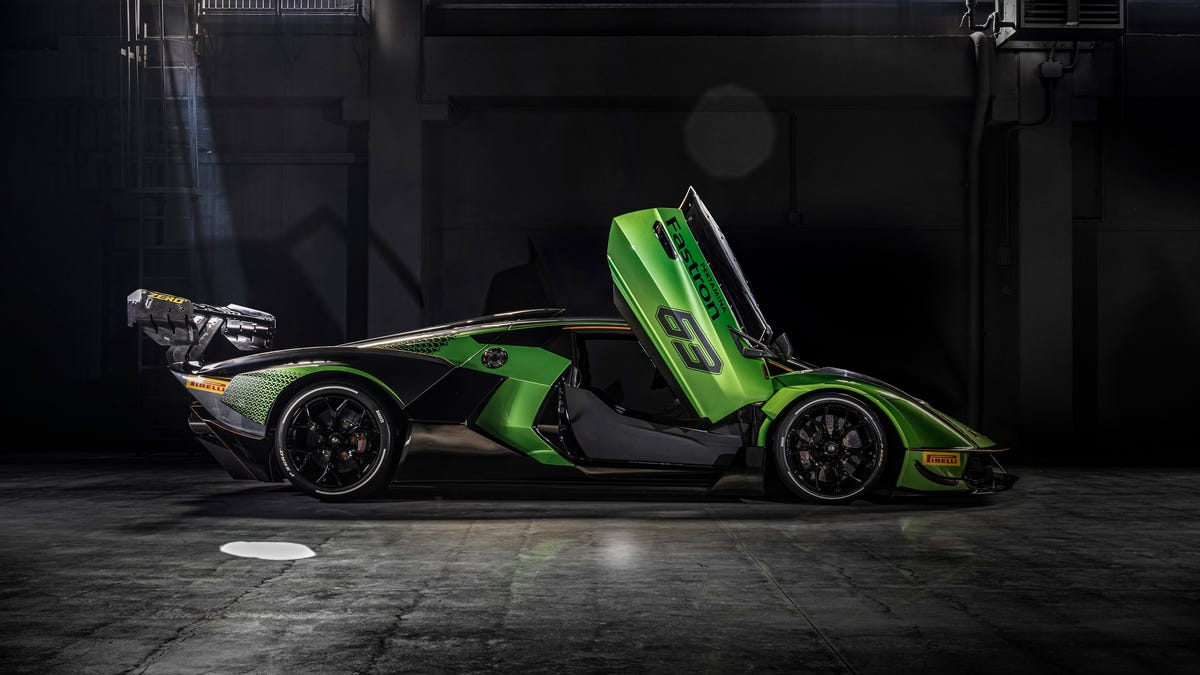 Lamborghini Essenza SCV12: A green monster hypercar that's not legal to drive on highways