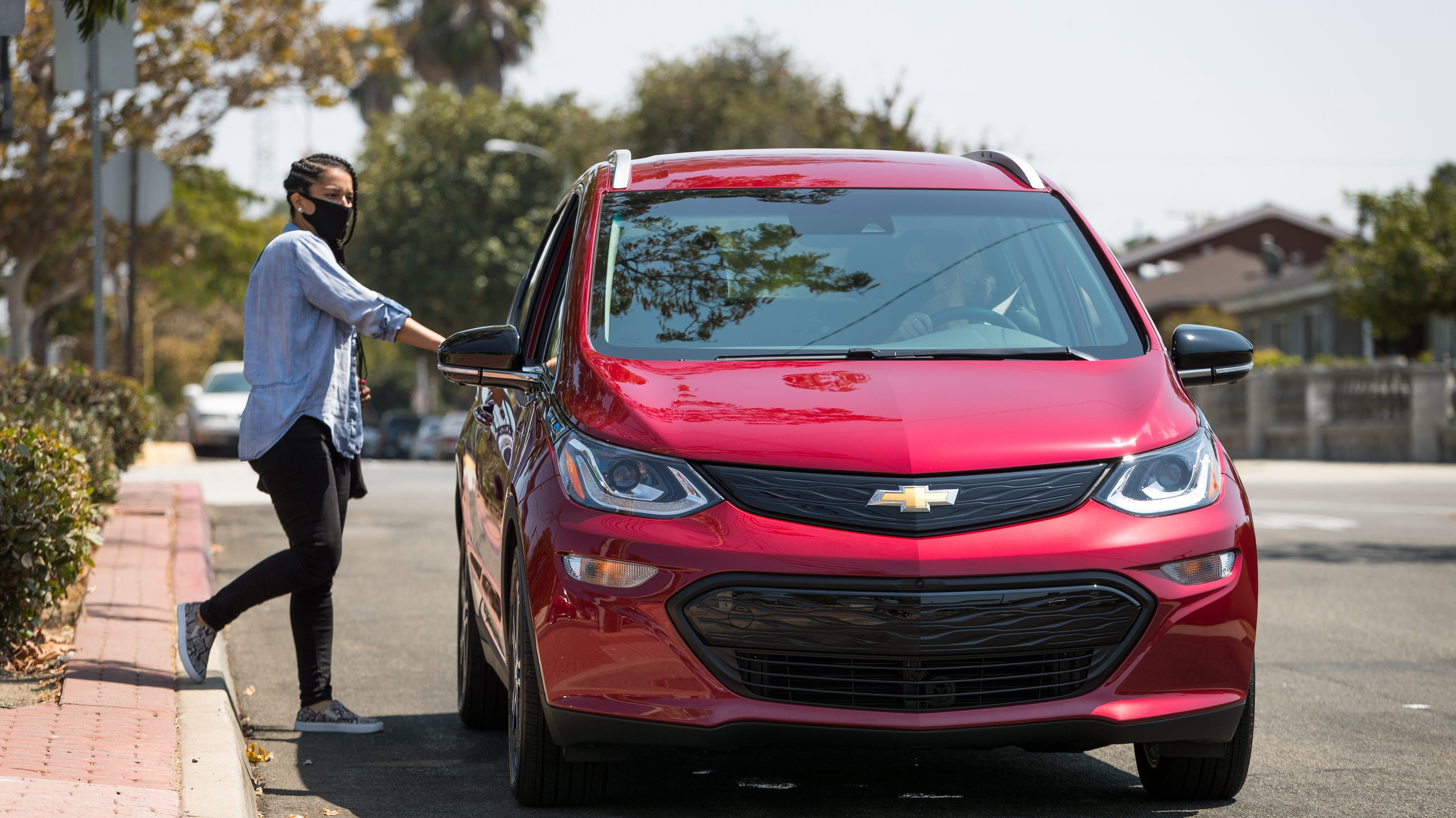 GM partners with Uber in a deal to get drivers into electric vehicles