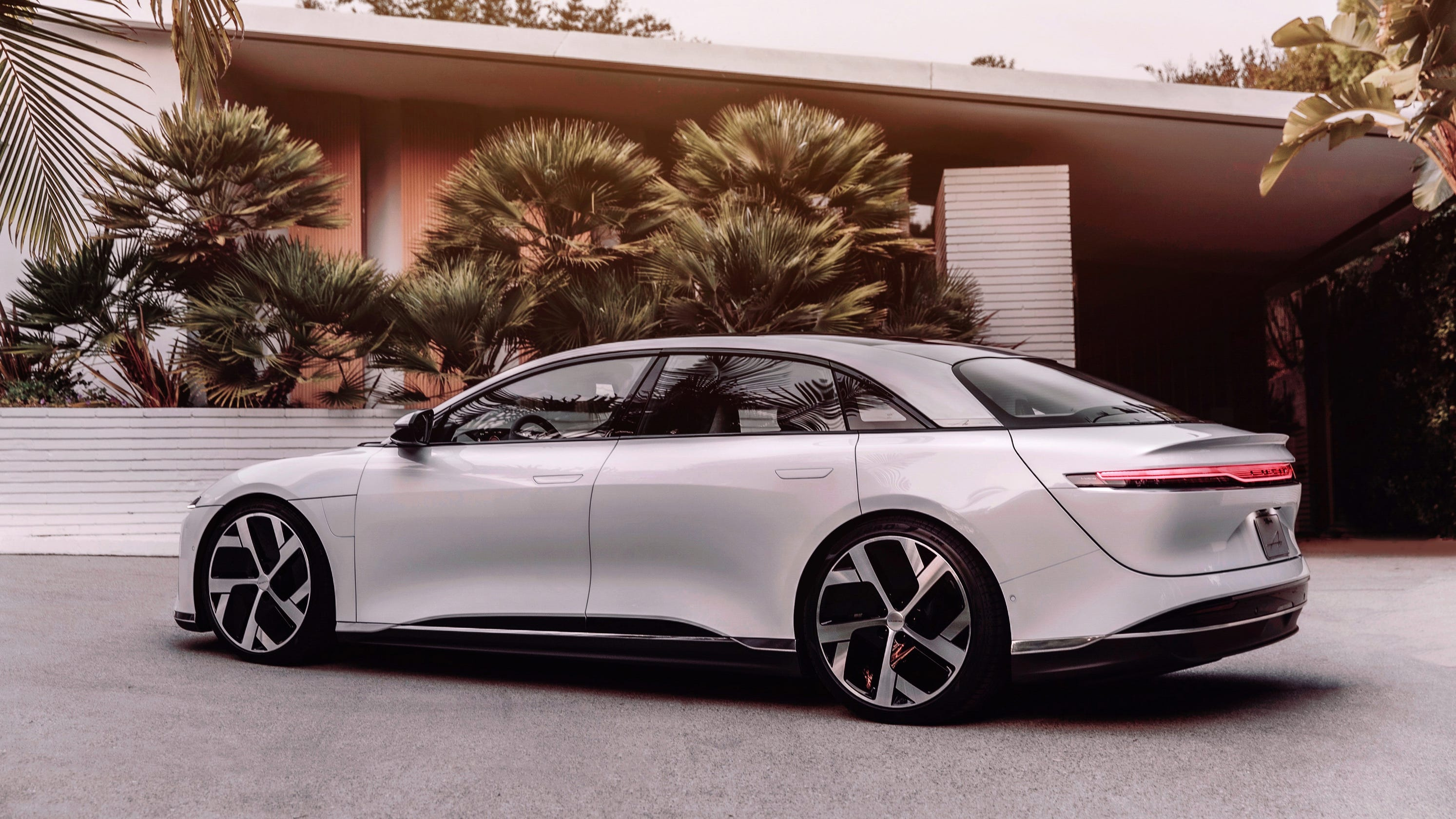 Lucid Motors reveals electric car with 517-mi range